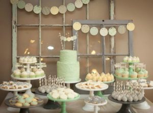organiser-baby-shower-party-buffet-sucreries-gateaux-cupcakes